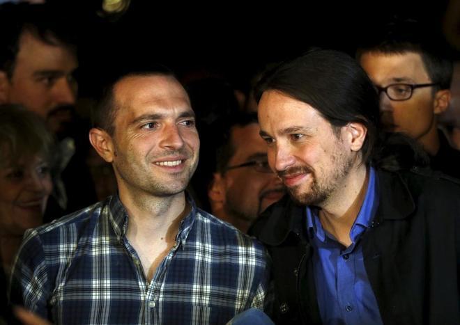 Luis Alegre y Pablo Iglesias, en un acto para las elecciones...