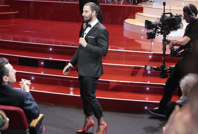 Dani Rovira con los zapatos de tacón.