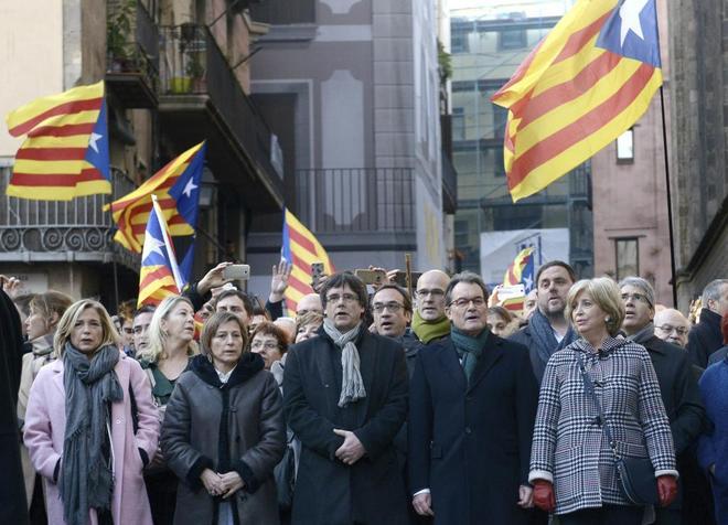 Artur Mas, Irene Rigau, Joana Ortega, Carme Forcadell y Carles...
