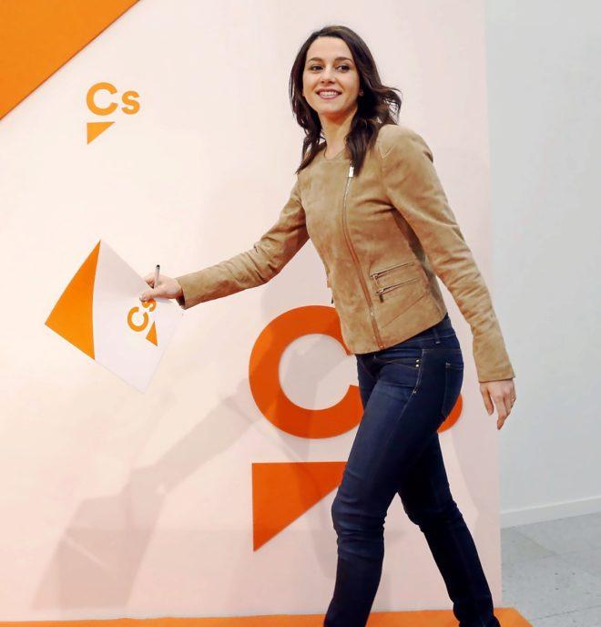 La portavoz de Ciudadanos, Inés Arrimadas, en la rueda de prensa...