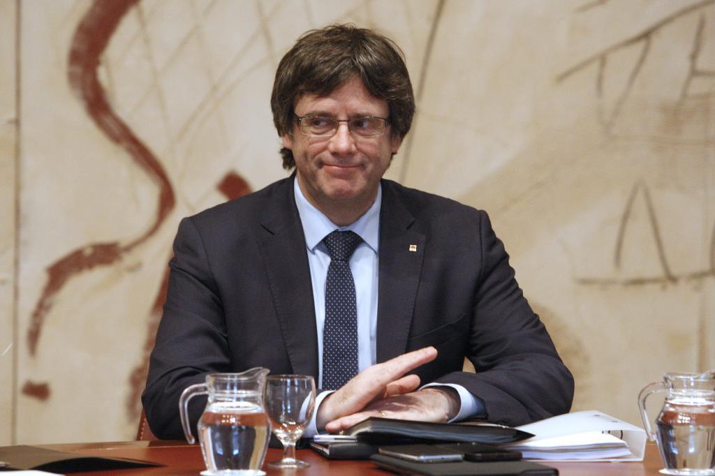 El president Carles Puigdemont en la reunión del Govern en el Palau de Generalitat