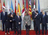 El ministro de Hacienda Cristóbal Montoro junto a los presidentes...
