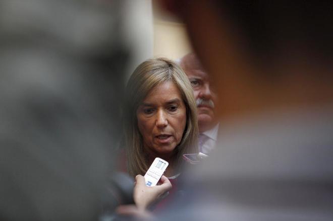 Ana Mato, en los pasillos del Senado en octubre de 2014.