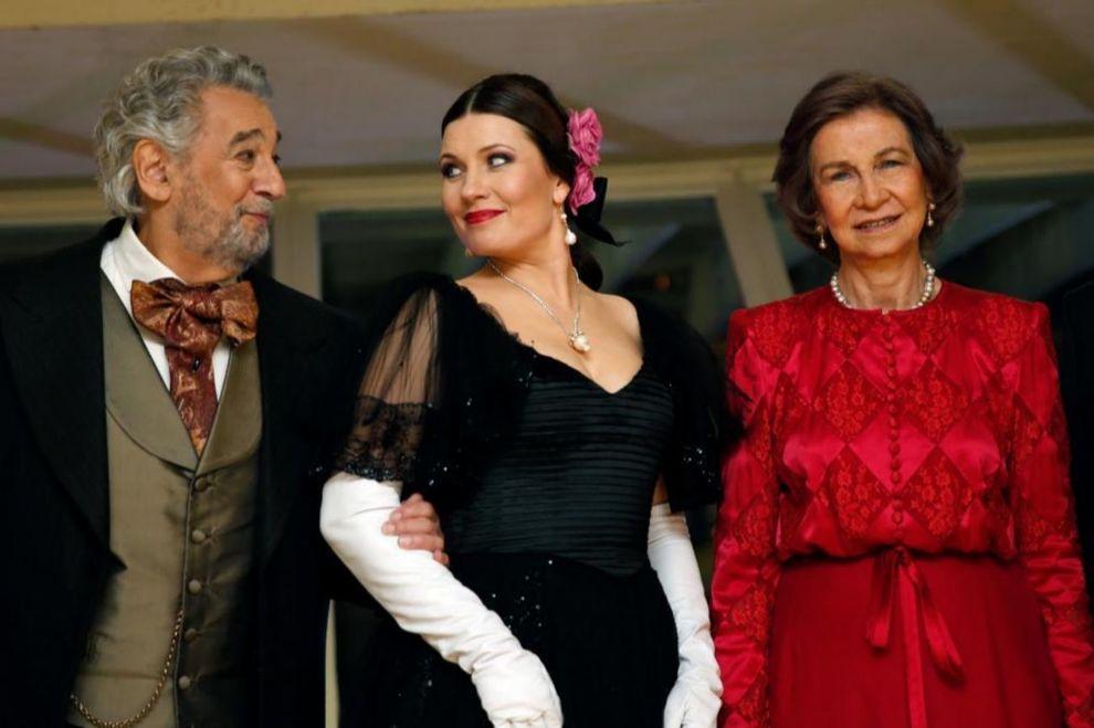 La reina Sofía, junto al tenor Plácido Domingo y la soprano letona...