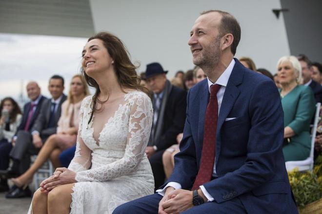 Carolina Punset y Alexis Marí, el día de su boda en el Veles e Vents de Valencia.