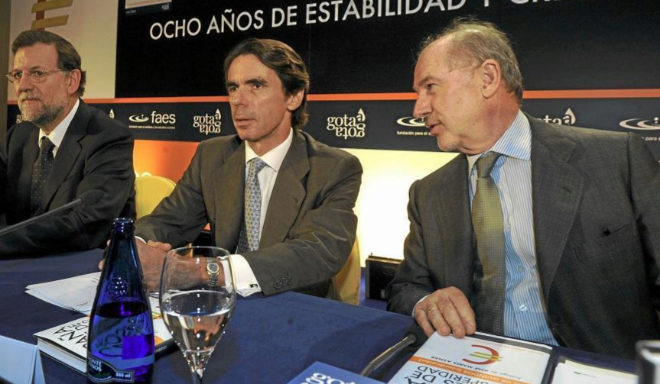 De izqda. a decha., Mariano Rajoy, José María Aznar y Rodrigo Rato en 2010.