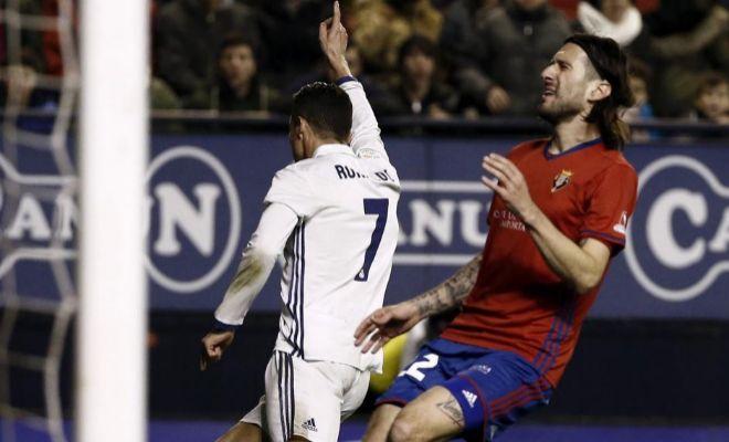 Cristiano Ronaldo festeja el primer gol de la noche en El Sadar.