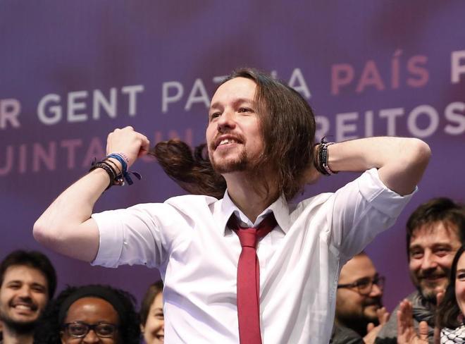 Pablo Iglesias, sonriente, se suelta la melena durante la Asamblea Ciudadana de Podemos.