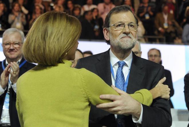 Mariano Rajoy, con María Dolores de Cospedal antes de clausurar el...