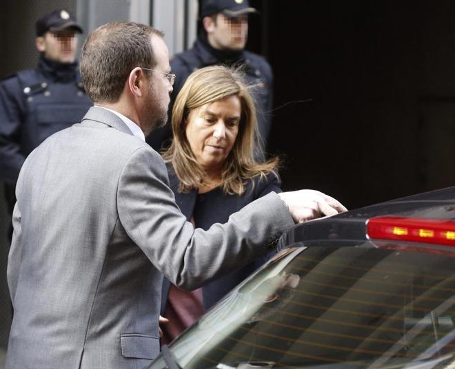 Ana Mato en una imagen de archivo de marzo de 2015 a su salida de la Audiencia Nacional tras recoger el auto de apertura  de juicio oral de la trama Gürtel.