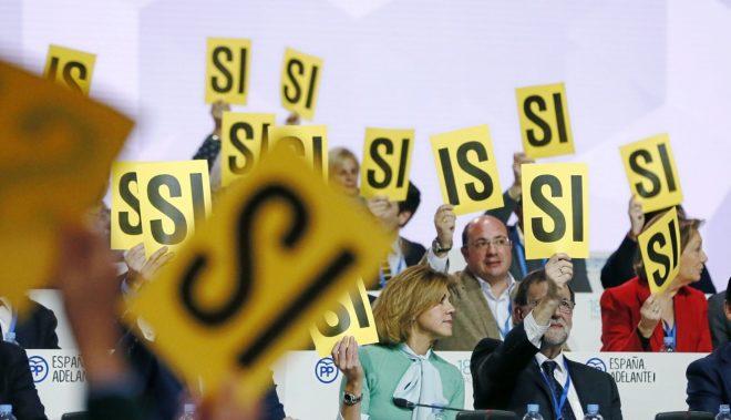 Rajoy y Cospedal durante el congreso nacional del PP celebrado este...