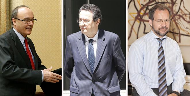 De izqda. a dcha., el gobernador del Banco de España, Luis María Linde; el hasta ahora director general de Supervisión del Banco de España, Mariano Herrera; y su 'número dos', Pedro Comín.