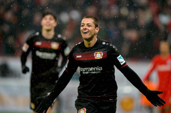 'Chicharito' Hernández celebra un gol con el Bayer Leverkusen.