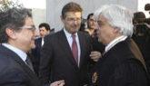 El ministro de Justicia Rafael Catalá junto al delegado del gobierno...