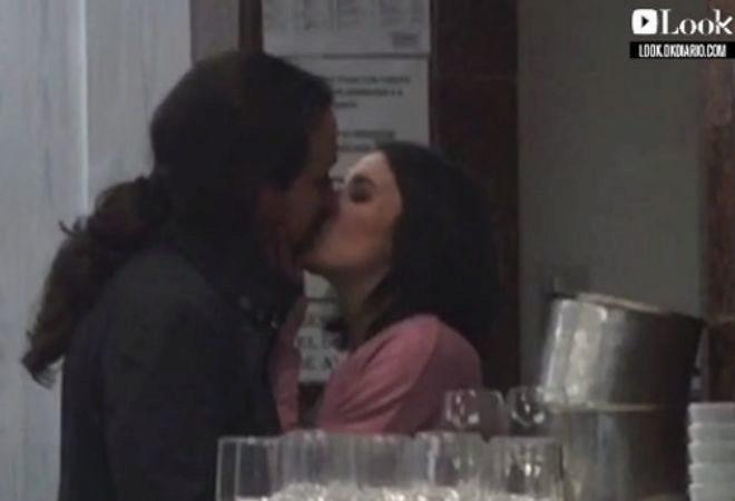 El fotograma del beso entre Pablo Iglesias e Irene Montero.