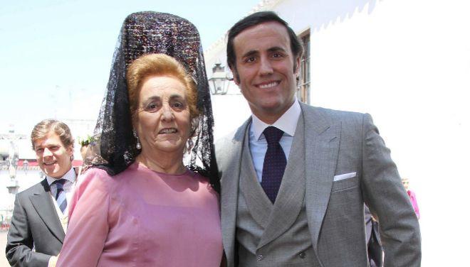 Álvaro Ruiz-Mateos, junto a su madre el día de su boda en 2011.