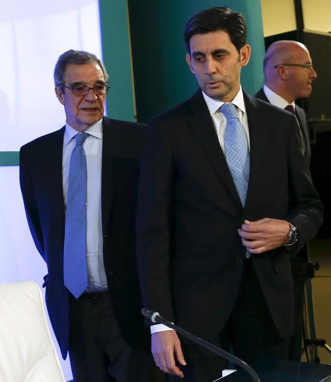 El ex presidente de Telefónica César Alierta (izqda.) y el actual presidente, José María Álvarez-Pallete.