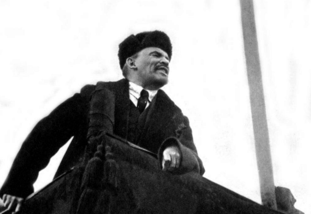 Lenin, en su discurso por el primer aniversario de la revolución de...
