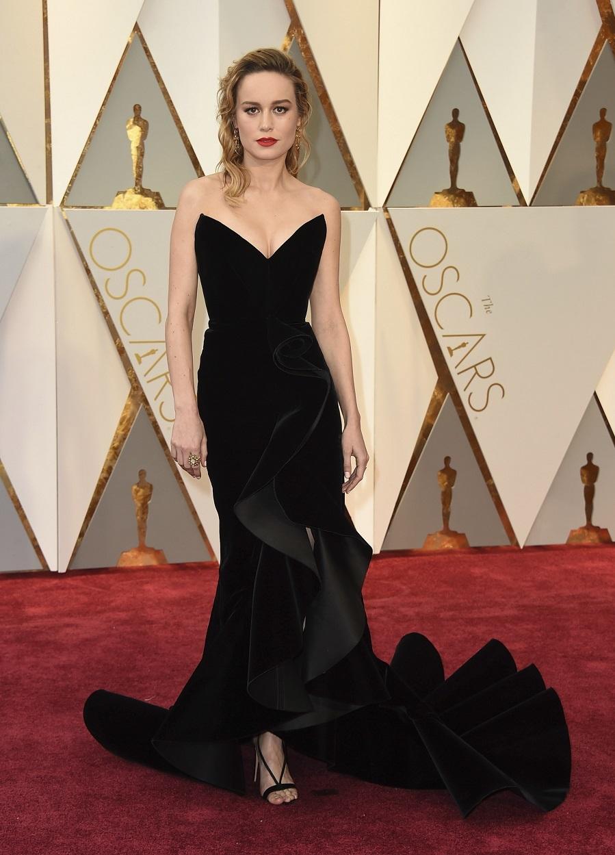 Escogió vestido negro de Oscar de la Renta.