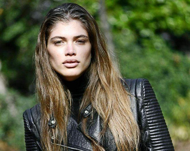 La brasileña Valentina Sampaio, primera modelo trans. Portada de...
