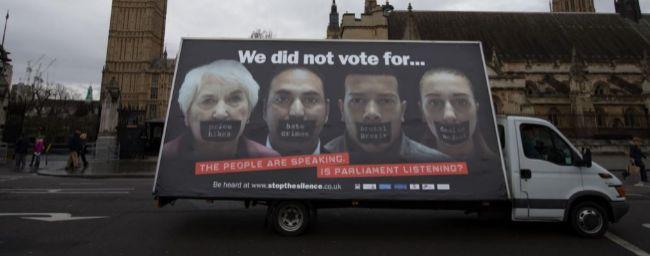 Theresa May estrecha el cerco a los inmigrantes de la Unión Europea