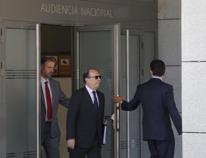 El hasta ahora director general de Estabilidad Financiera y Resolución del Banco de España, Julio Durán (centro), testigo en el 'caso Bankia'.