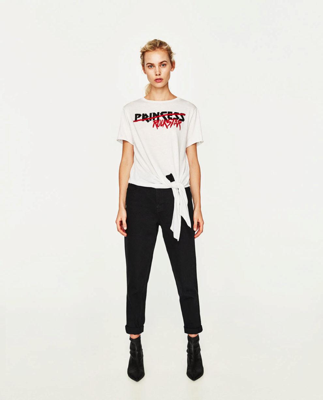 Camiseta de Zara con lazada delantera(7,95 euros).