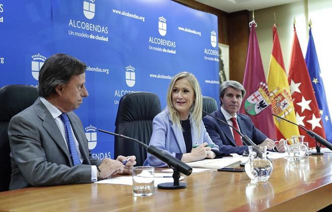 Cristina Cifuentes, en rueda de prensa tras la reunión de su...