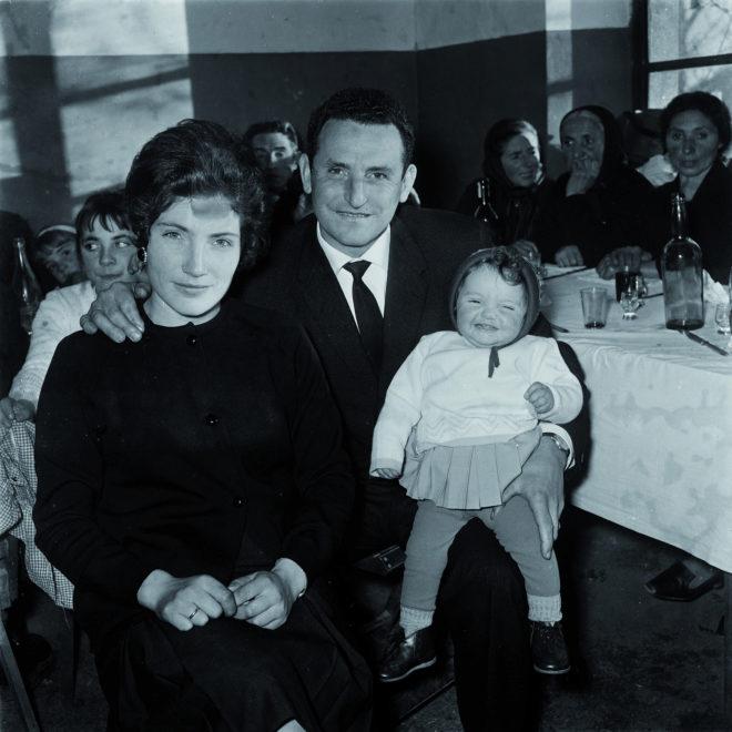 Una familia española con su hija