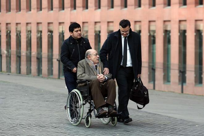 Félix Millet a su llegada al juicio junto a su abogado Abraham Castro