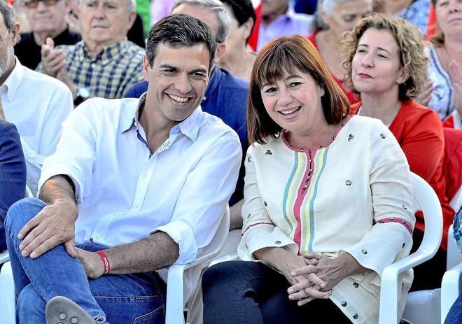 Pedro Sánchez y Francina Armengol durante un acto de campaña.