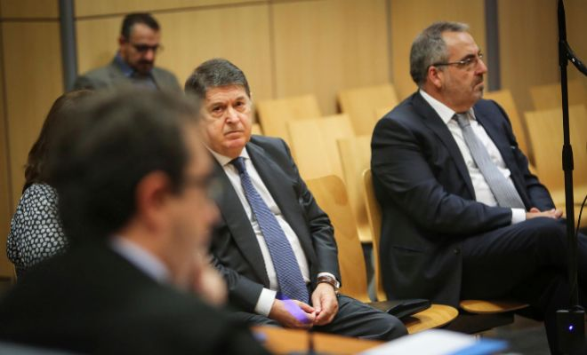 El ex presidente de Bancaja, ex vicepresidente de Bankia y ex presidente de la Generalitat, José Luis Olivas, y el empresario Vicente Cotino, durante el juicio.