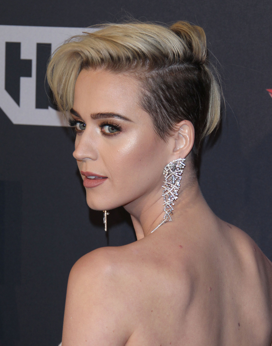 Con este look sorprendió Katy Perry hace nada en los premios de...