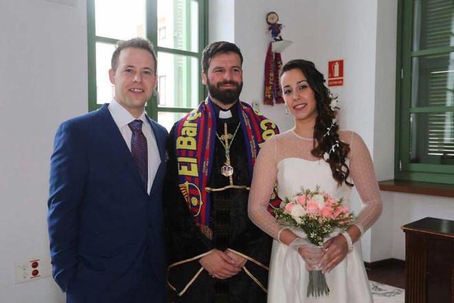 6f7b2013b Un concejal de Podemos oficia una boda civil disfrazado de cura ...