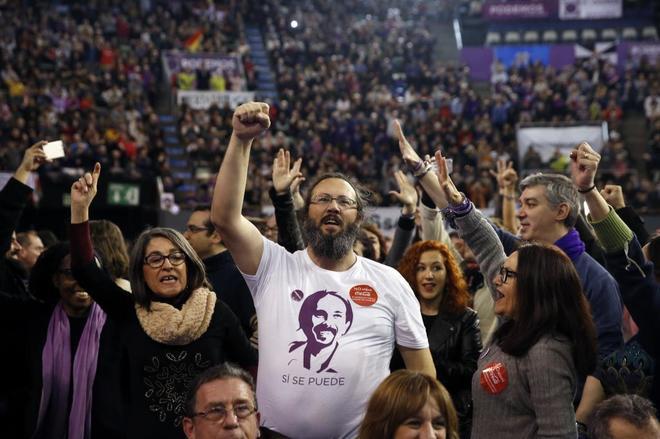 Simpatizantes de Podemos durante el último congreso del partido en el...