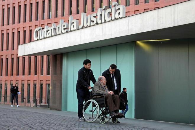 El ex presidente del Palau de la Música Fèlix Millet, el pasado jueves, llegando a la Ciutat de la Justícia, donde se celebra el juicio del expolio del Palau de la Música.