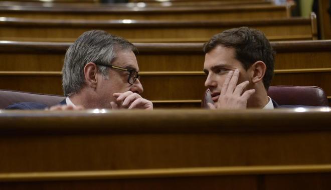 Albert Rivera y José Manuel Villegas, este martes en el Congreso.