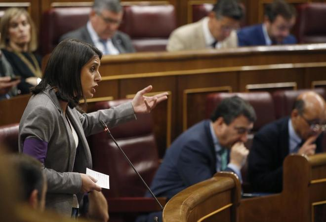 Irene Montero, portavoz parlamentaria de Podemos, durante su pregunta...
