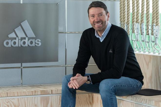 best service 10d41 2edf7 Adidas gana más de 1.000 millones por primera vez en su historia   Economia  Home   EL MUNDO