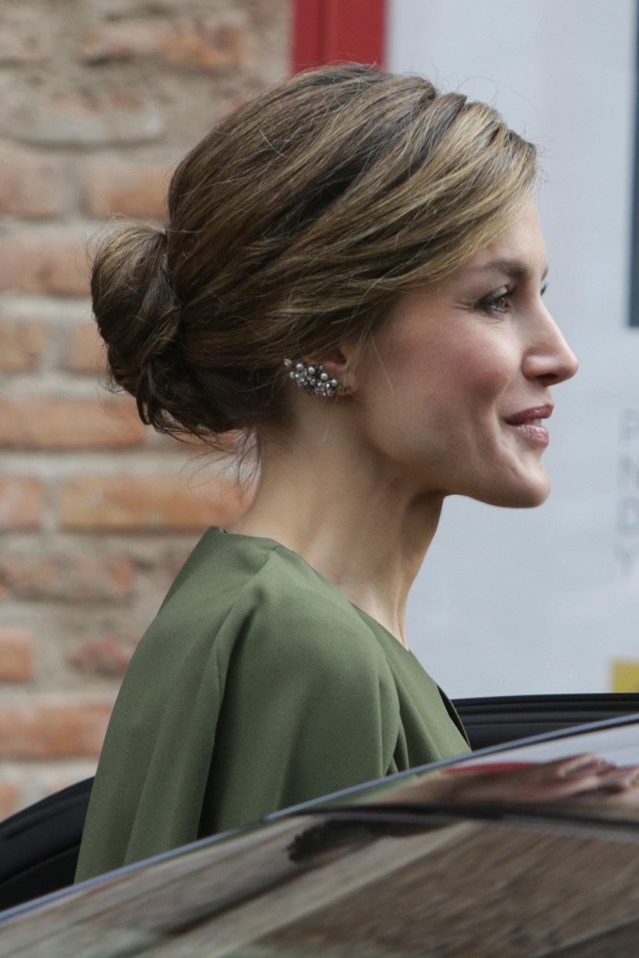 La Reina utilizó unos pendientes ear-cuff el día que utilizó su...