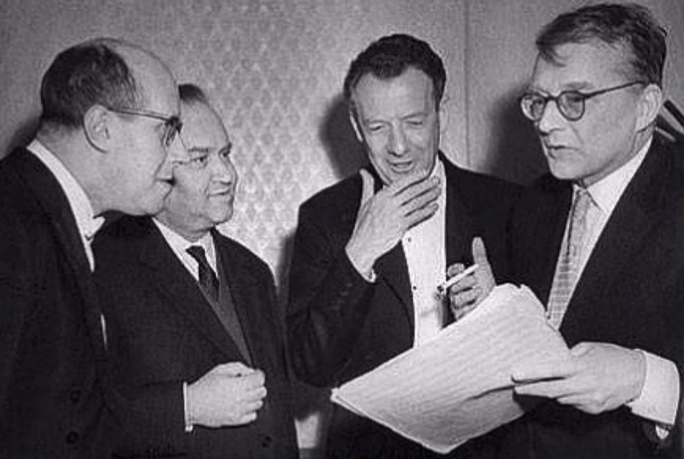 Shostakovich (a la derecha), junto a Rostropovich, Oistrakh y Britten.