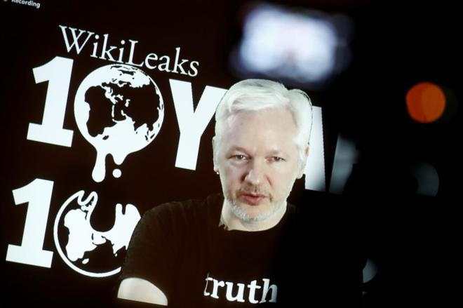 Julian Assange, fundador de WikiLeaks, durante una videoconferencia por el décimo aniversario de la organización.