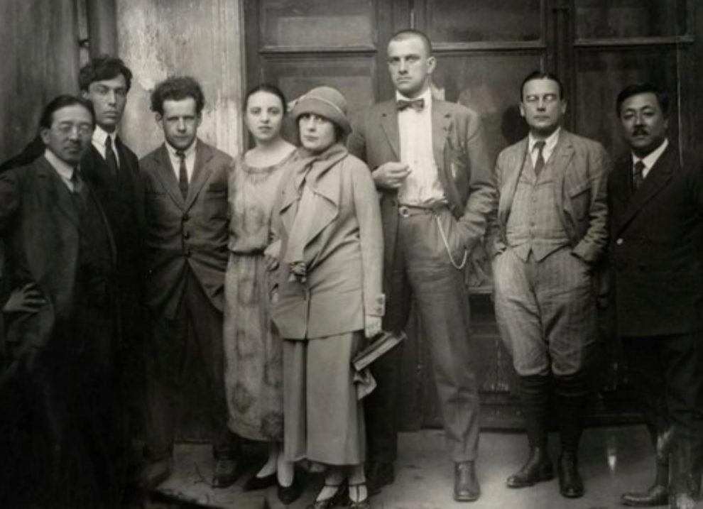 Imagen de grupo entre los que se encuentran Pasternak y Mayakovsky.
