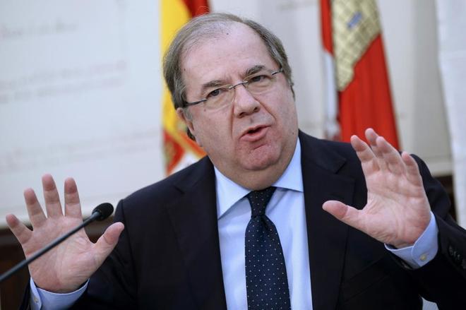 Juan Vicente Herrera, en rueda de prensa en Valladolid.