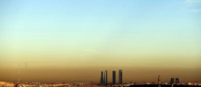 Vista desde Pozuelo de la boina de contaminación en Madrid en diciembre de  2015 JAVIER BARBANCHO 1e95bb353f1