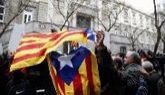 Manifestantes a favor de la independencia a las puertas del Tribunal...