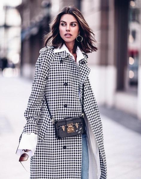 La instagramer Annabelle Fleur arriesga con este abrigo estampado y...