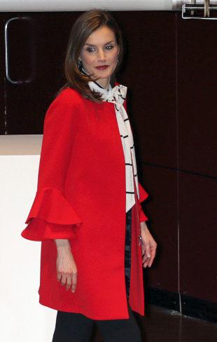 La Reina Letizia, con abrigo de Zara