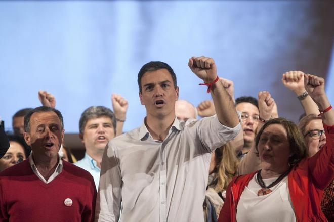 Pedro Sánchez canta La internacional en el acto celebrado el pasado...