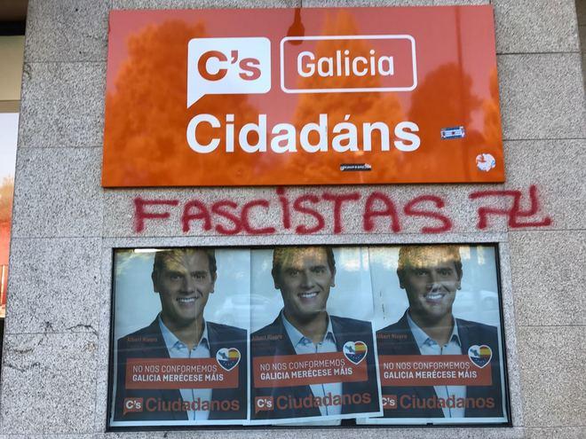 Pintada aparecida en la sede de Ciudadanos en Santiago de Compostela.